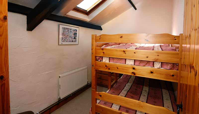 Potters Holiday Cottage Twin Bedroom