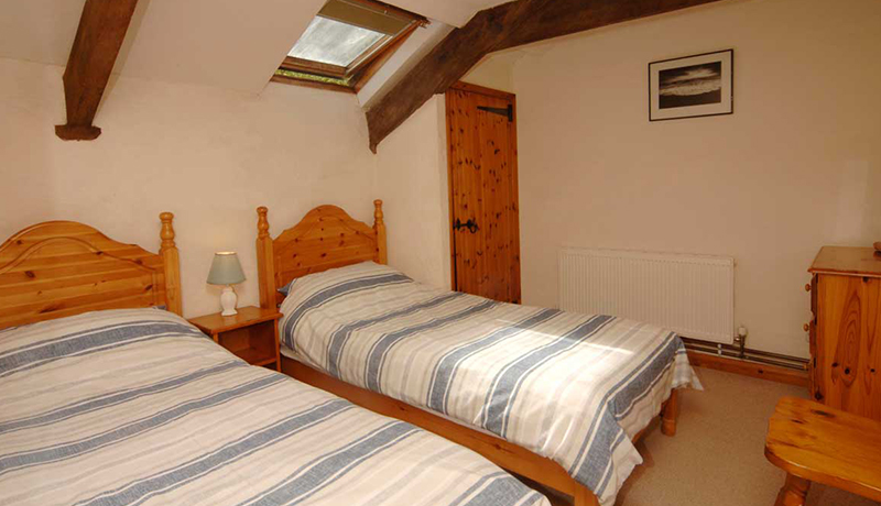 Thatchers Self Catering Cottage: second Twin Room