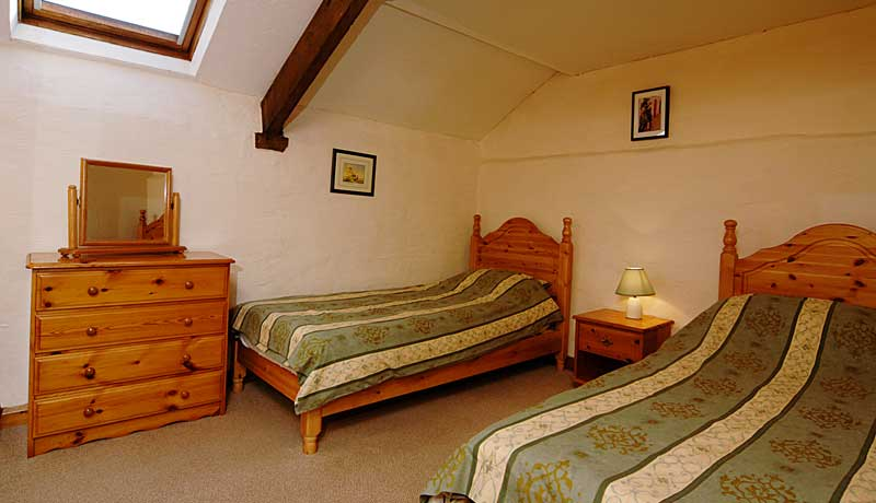Wheelwrights Self Catering Cottage: larger Twin Bedroom